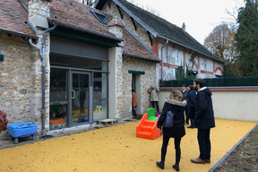 Reconversion d'une grange en crèche à Bailly (Yvelines)